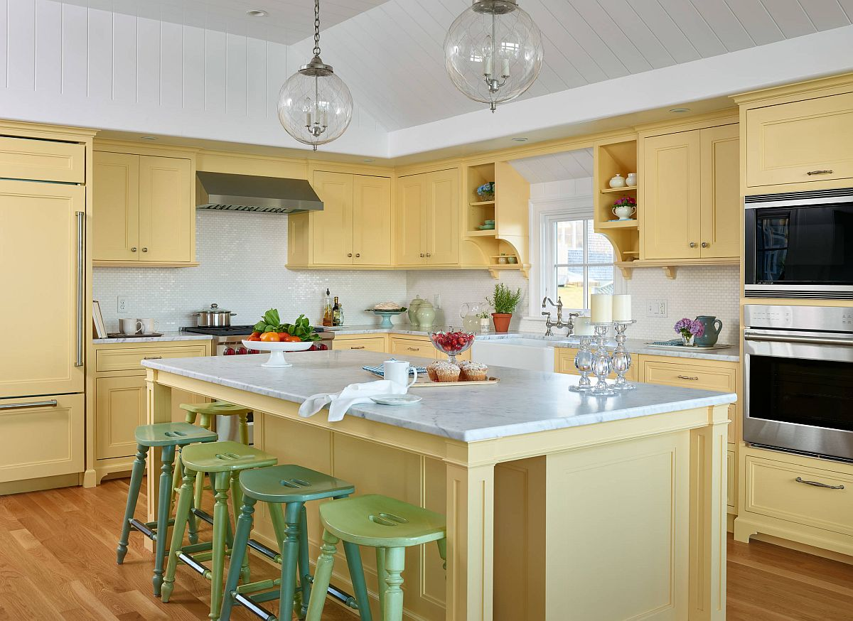Breezy-and-cheerful-beach-style-kitchen-in-light-yellow-where-the-bar-stools-bring-in-dark-and-pastel-green-41639