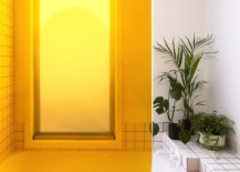 Brilliant-orange-section-makes-an-impression-in-thsi-colorful-contemporary-bathroom-77864-217x155