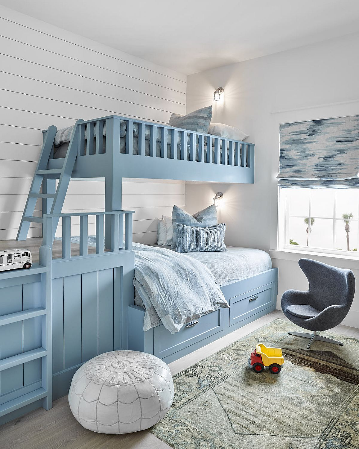 Bunk beds in blue for the beach style kids' bedroom