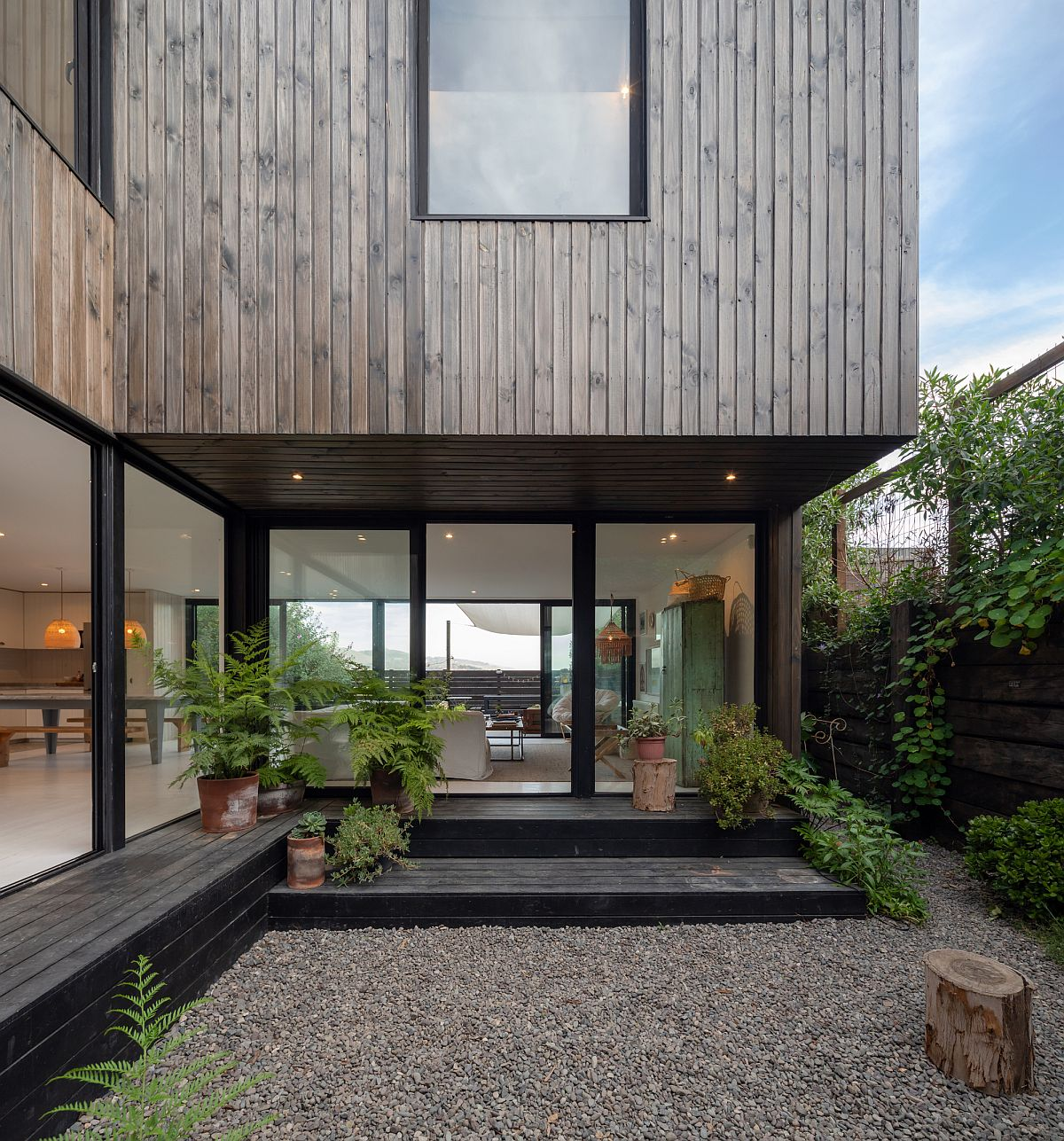 Cladding-in-grooved-pine-on-the-outside-gives-the-facade-its-distnctive-look-70455