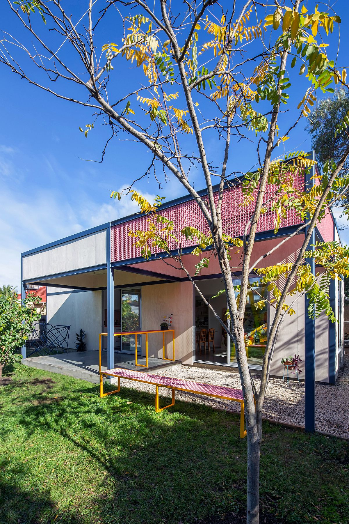 Colorful-and-modern-pergola-structure-also-offers-smart-functionality-to-the-home-87367