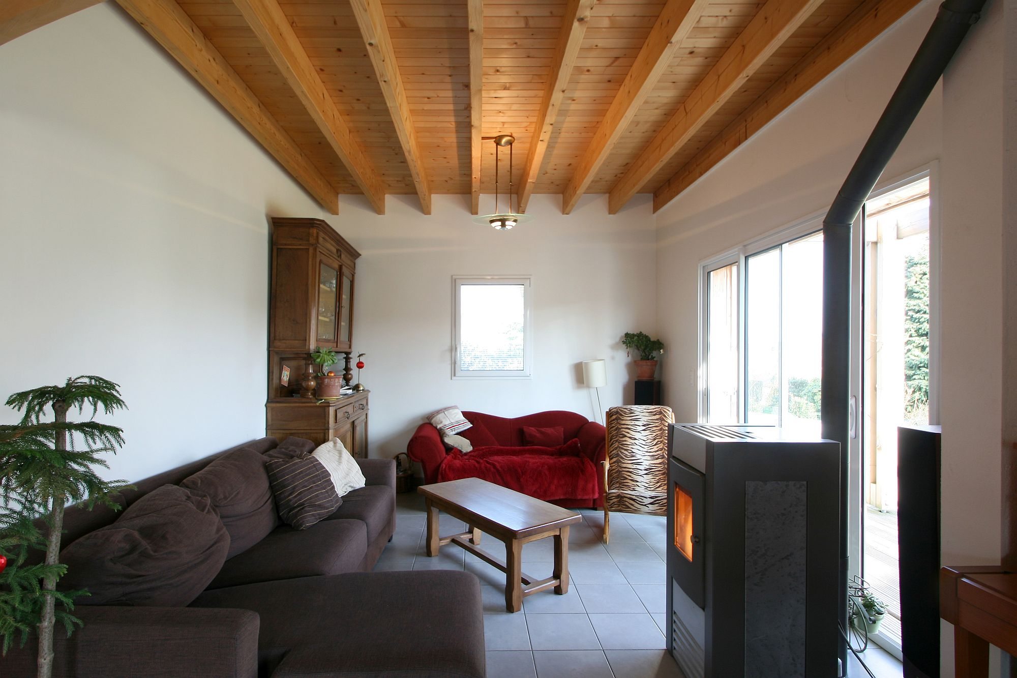 Cozy and charming living area of the house with exquisite decor and a lovely little fireplace