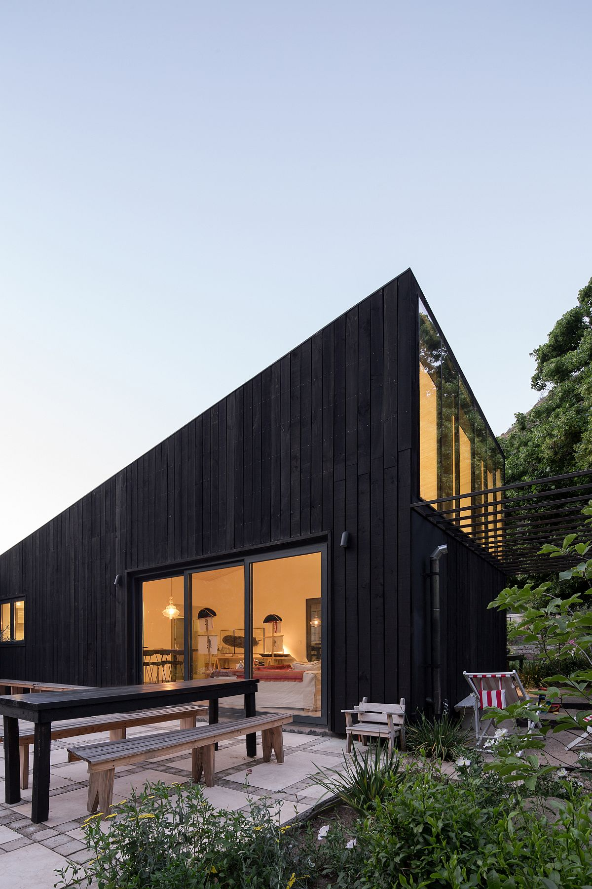 Dark-wooden-exterior-of-the-contemporary-home-at-the-base-of-Andes-75253