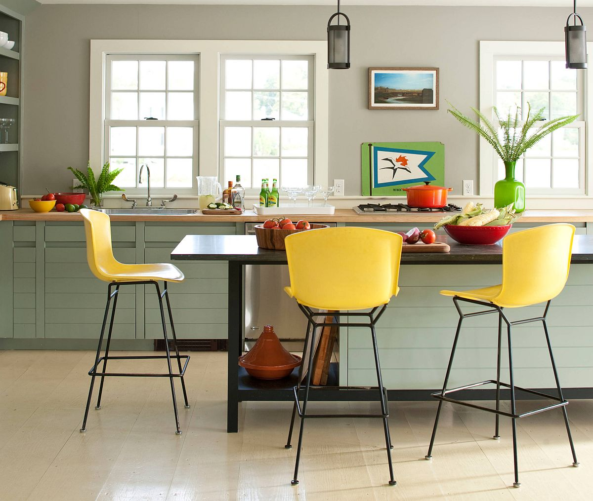 Easy-way-of-adding-green-and-yellow-to-the-kitchen-with-accents-and-decor-78035