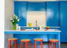 Eclectic-blend-og-blue-and-orange-inside-the-vivacious-NYC-kitchen-with-ample-storage-space-58849-217x155
