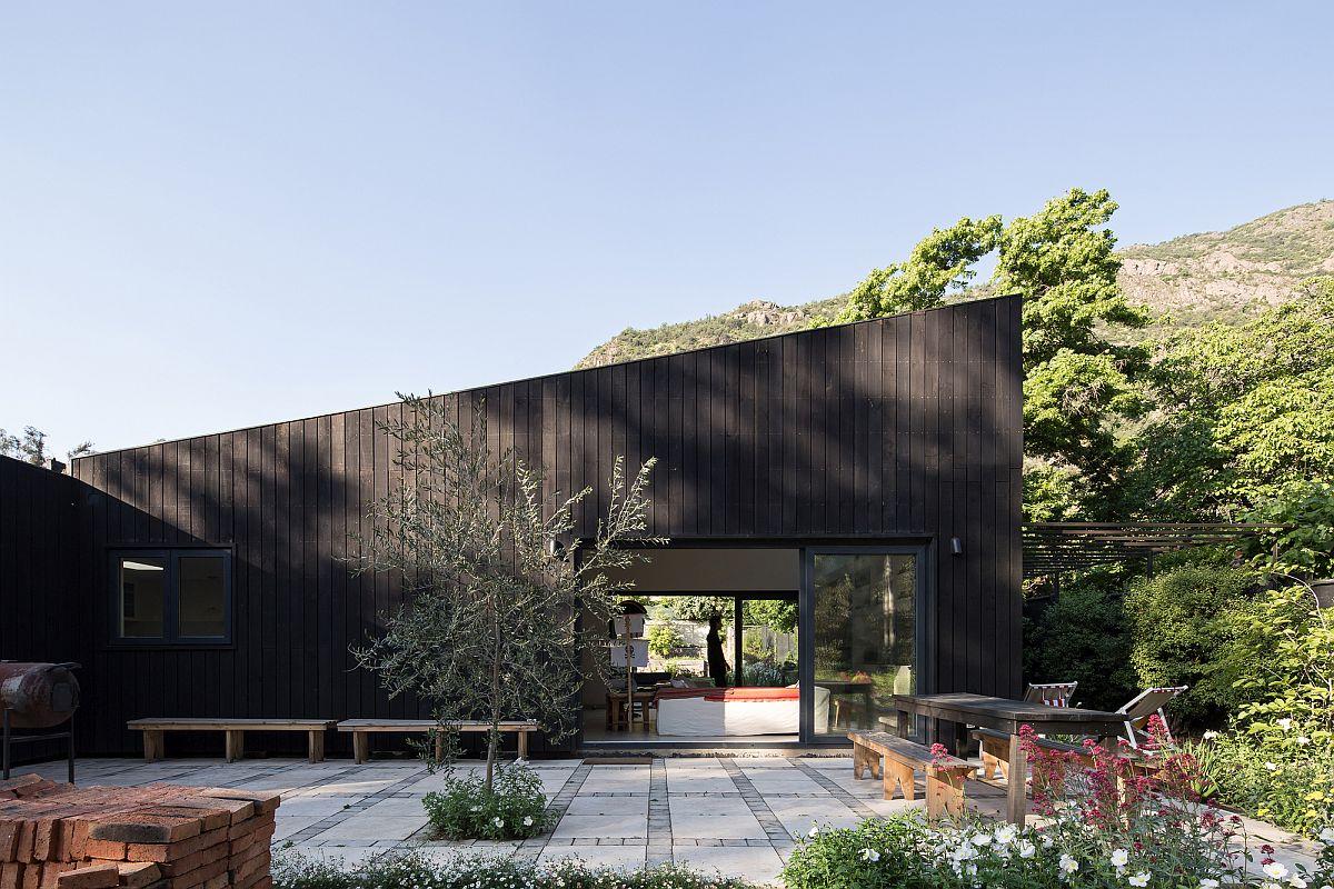 El Arrayan House designed by Oficina Bravo in Santiago overlooks a stunning landscape