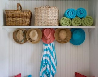 Beachy Summer Vibe: Coastal Style Mudrooms to Keep Your Home Clean