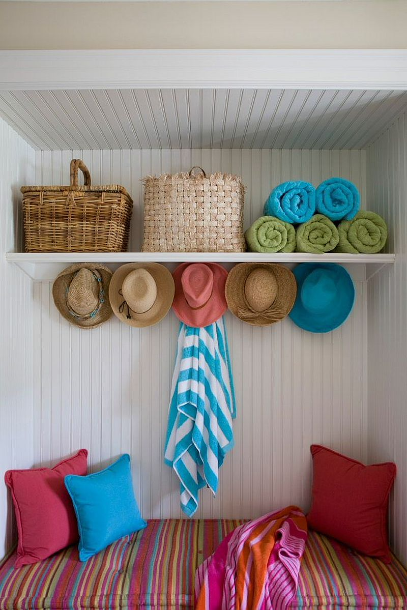 Fabulous coastal mudroom with smart storage and a lovely little bench