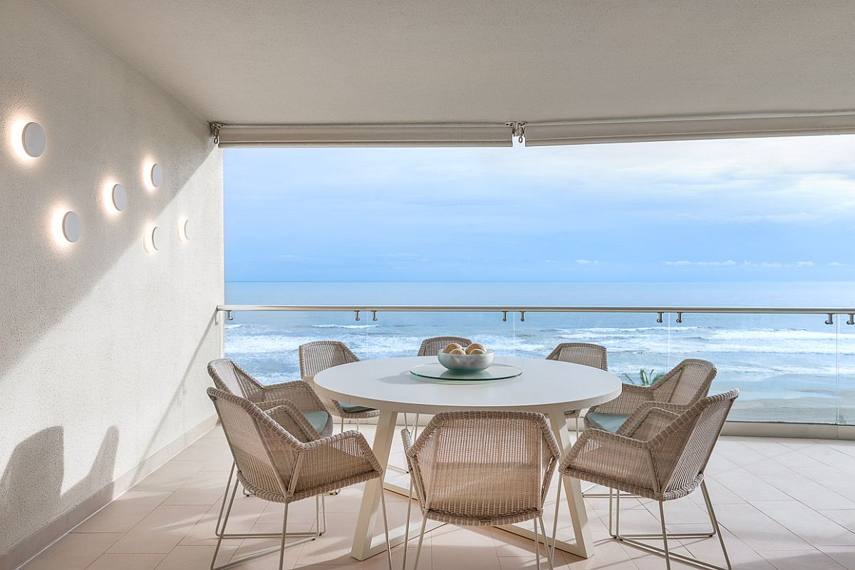 Fabulous-view-of-the-ocean-from-the-minimal-and-curated-terrace-23880