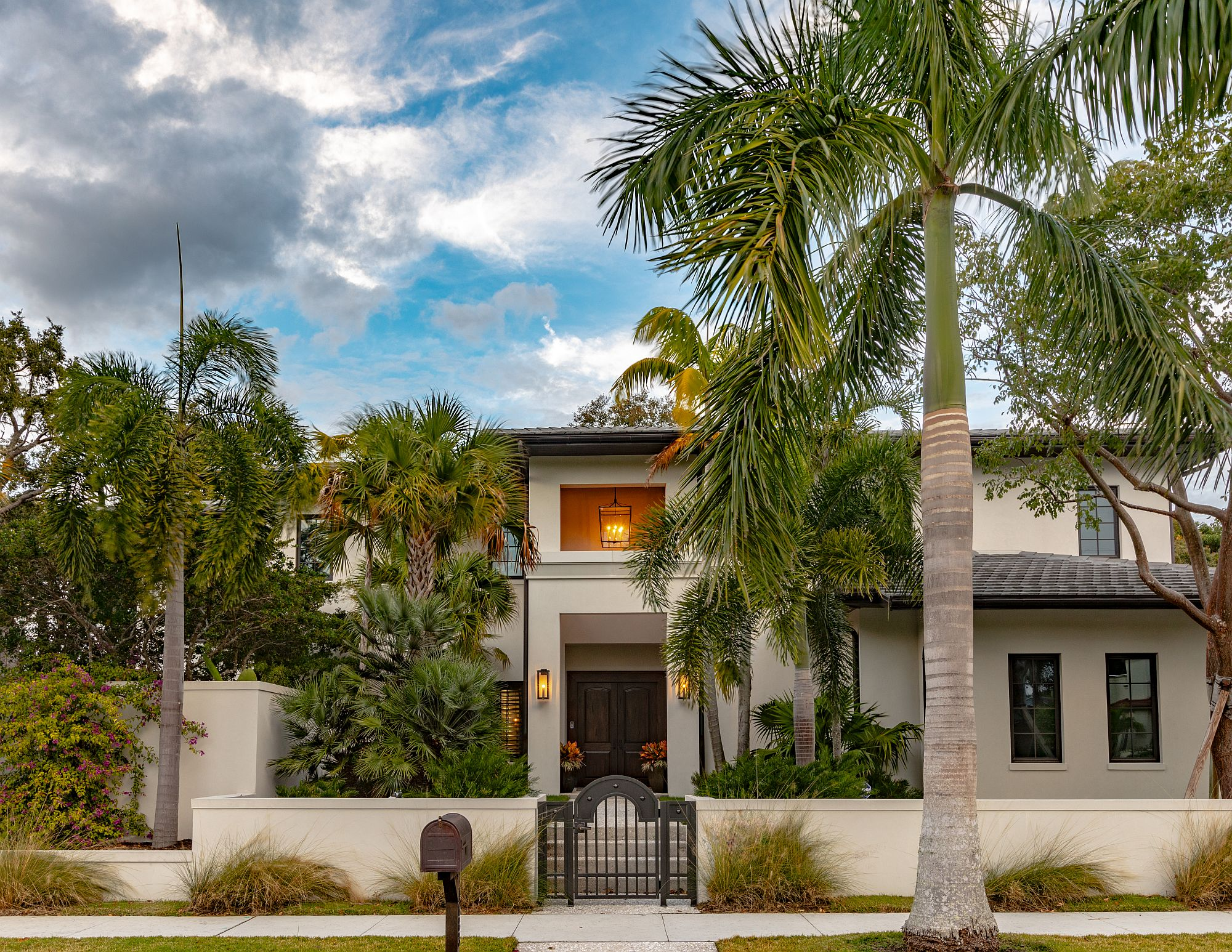 Facade of the luxurious modern home in Sarasota, Florida with a casual contemporary look