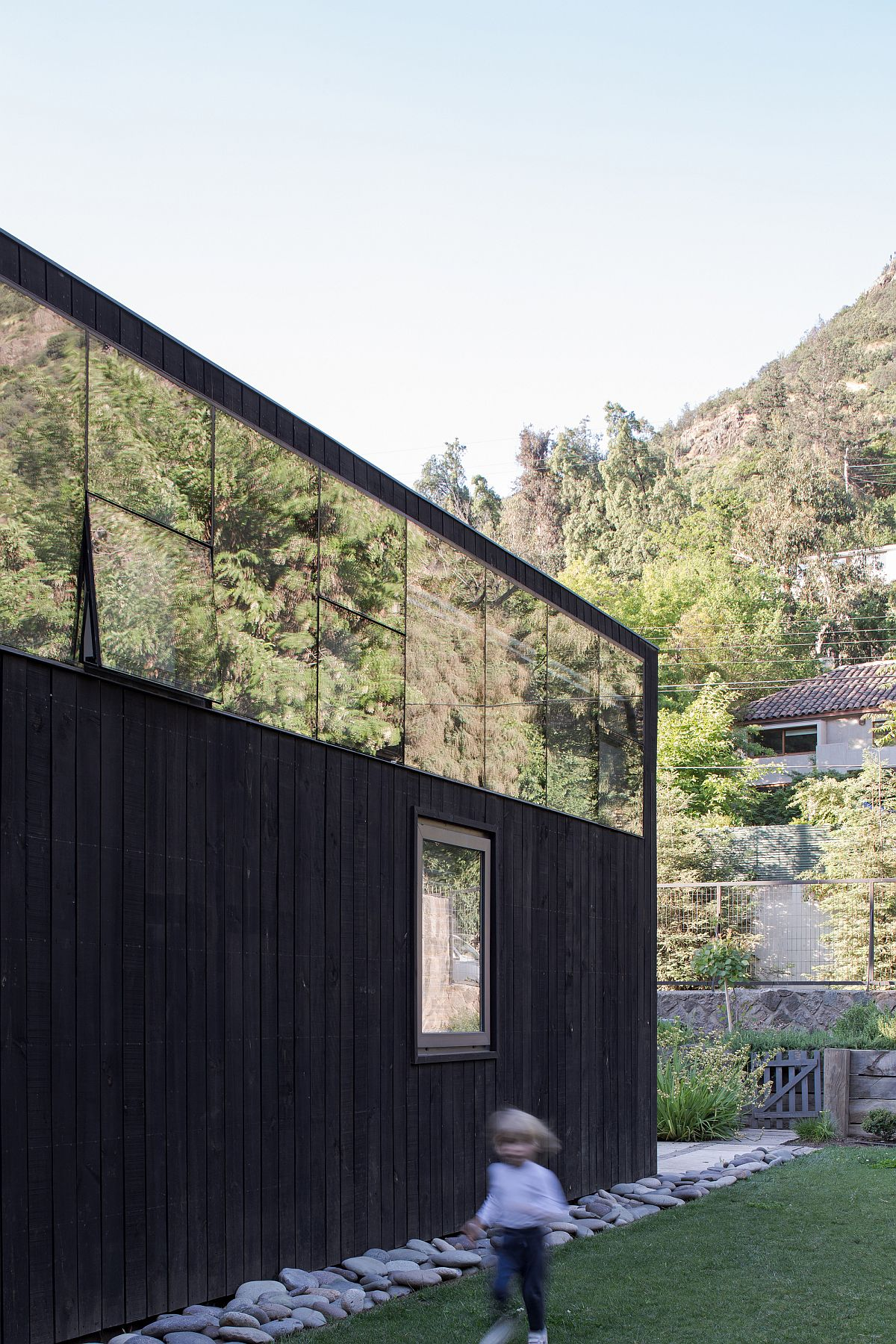 Glass-and-dark-wood-shape-the-exterior-of-the-El-Arrayan-House-in-Chile-22769