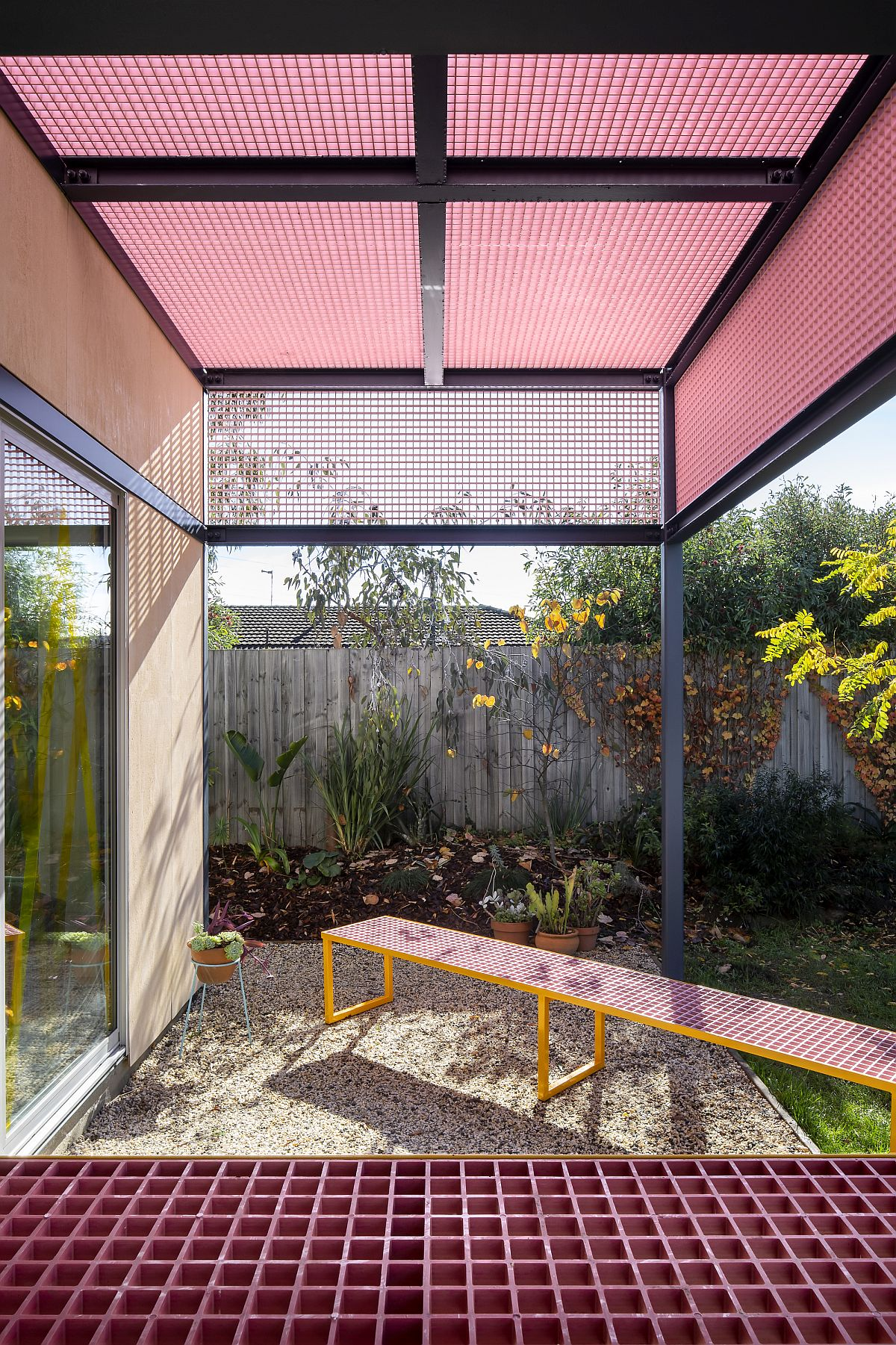 Grid-structure-of-the-pergola-in-pink-leaves-a-lasting-impresion-98847