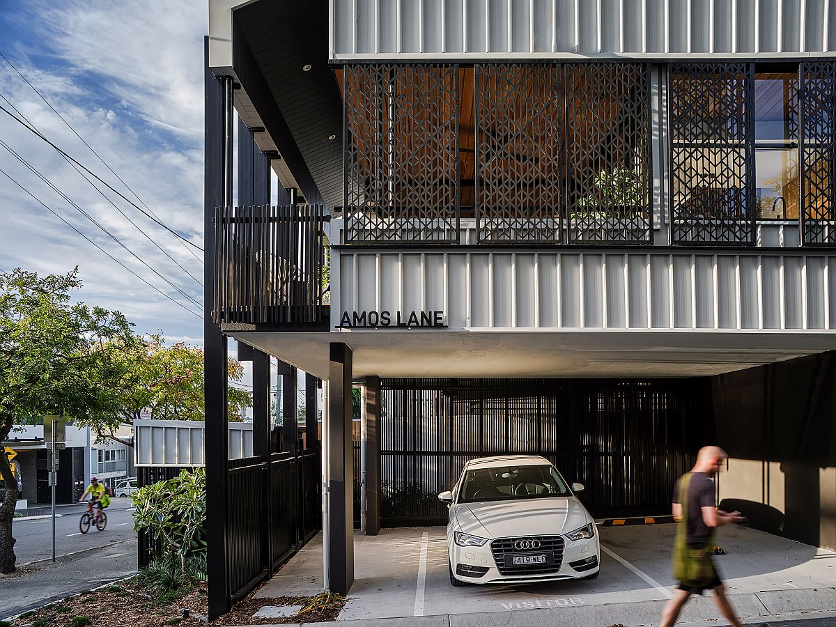 Ground-level-of-the-houses-still-holds-space-for-car-parking-45165