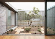 Interior-courtyard-of-the-house-feels-both-open-and-still-offers-privacy-at-the-same-time-88029-217x155