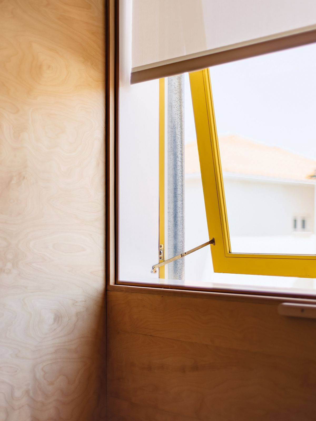 Little-yellow-accents-bring-brightness-to-the-revamped-portugese-home-70916