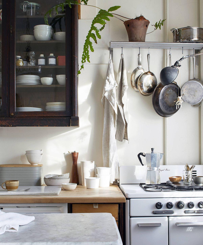 Modern-New-York-City-apartment-kitchen-with-a-distinct-farmhouse-style-99002