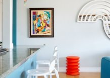Modern-minimal-kitchen-of-NYC-home-coupled-with-lovely-pops-of-color-55350-217x155