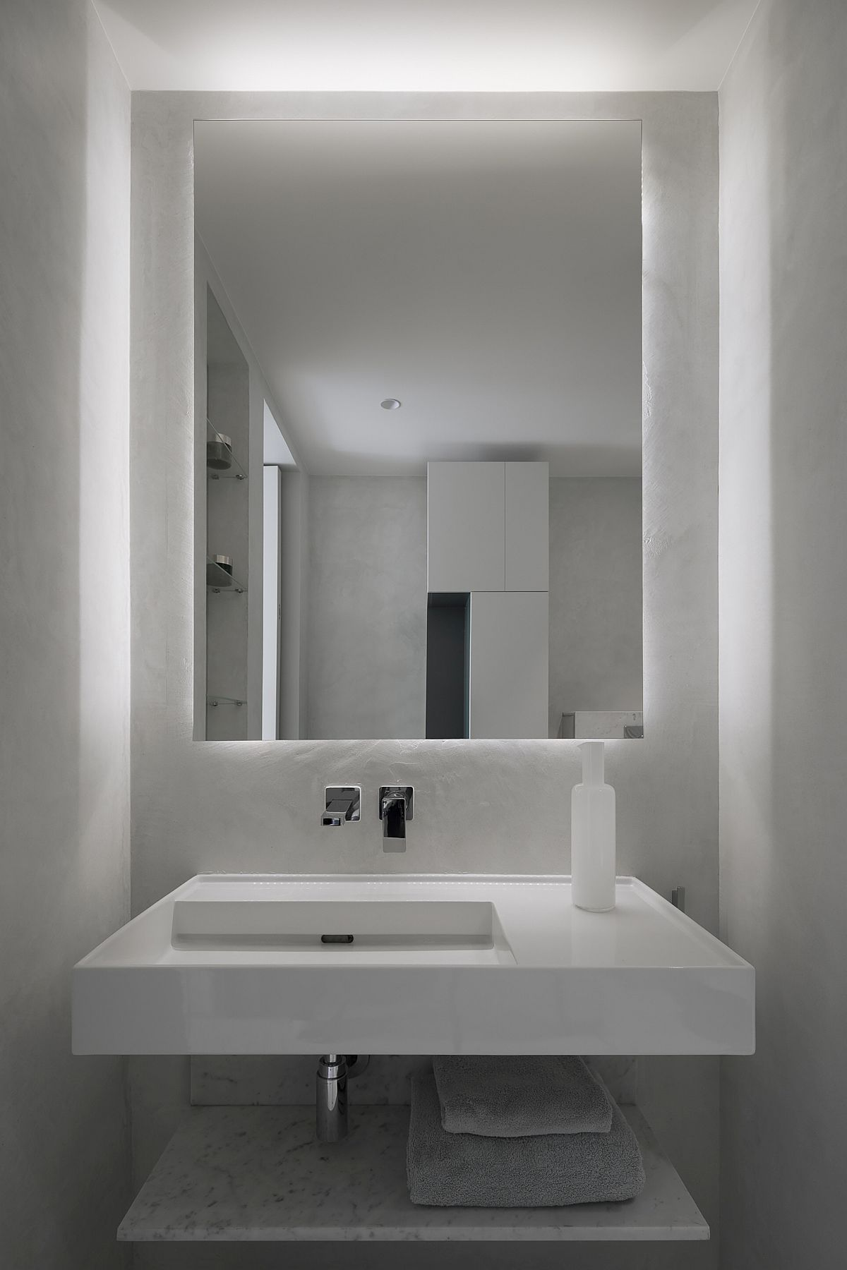 Modest-and-space-savvy-powder-room-with-minimal-style-and-a-neutral-color-scheme-79262