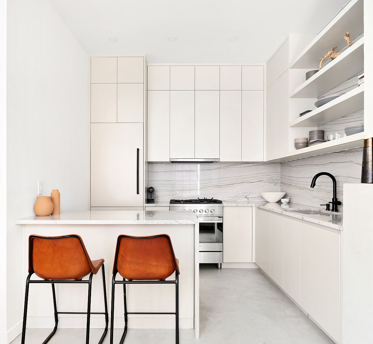Monochromatic-kitchen-in-white-of-apartment-in-Greenwich-with-bar-stools-that-provide-visual-contrast-64237