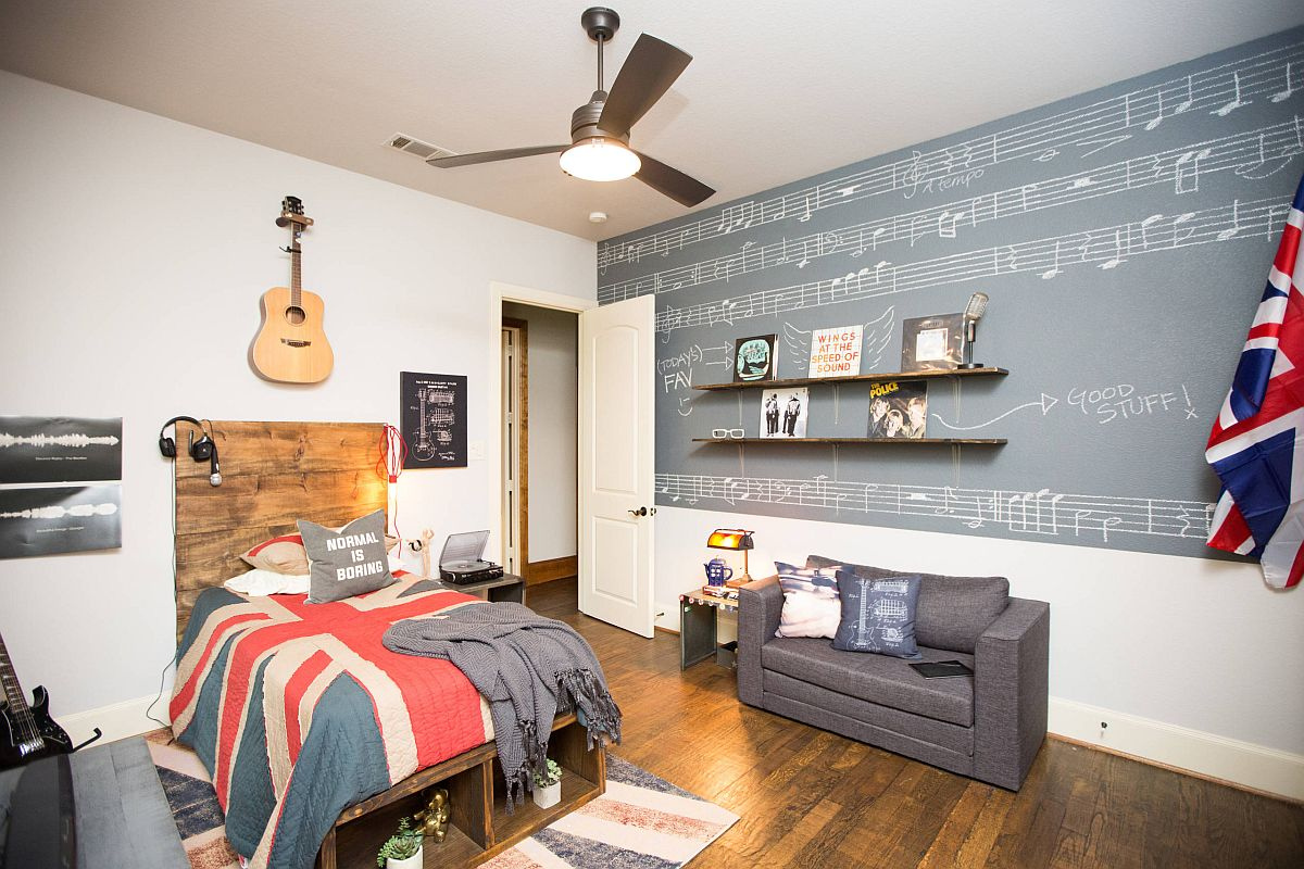 Music and Britain are the main themes of this cool teen boys' bedroom