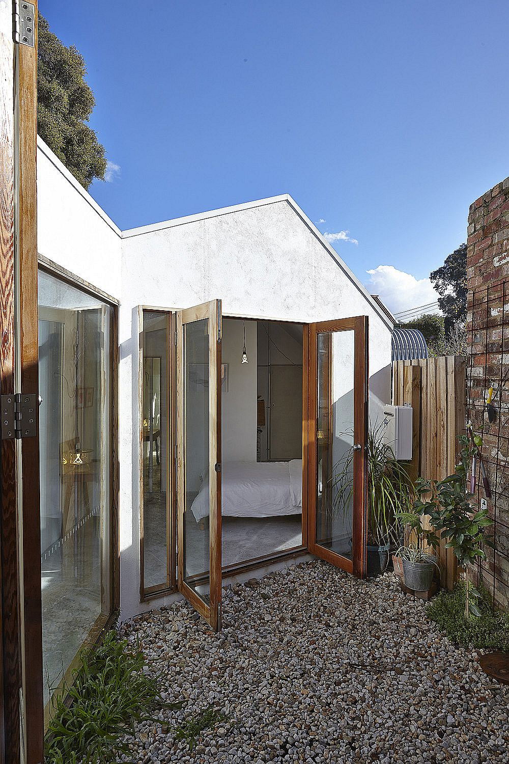 New-floor-plan-of-the-house-opens-it-to-the-small-courtyards-outside-29173