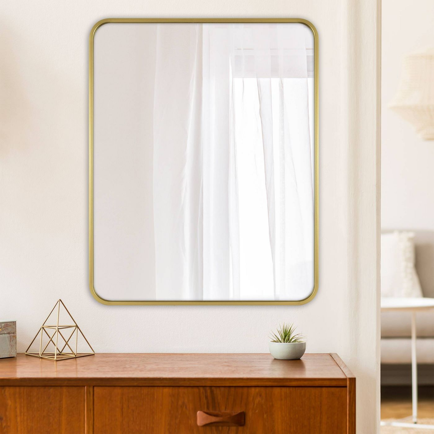 Rectangular mirror with curved edges