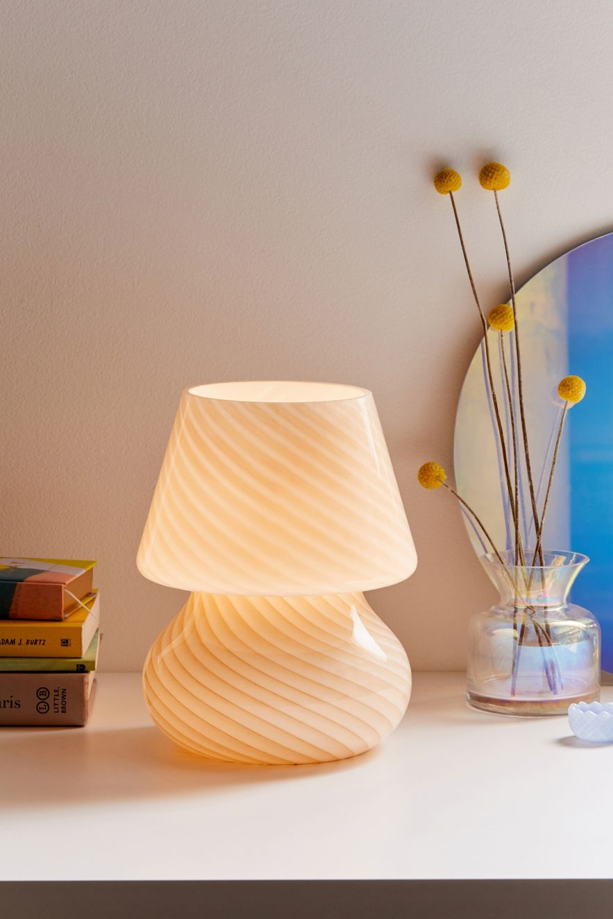 Sculptural table lamp with diagonal lines