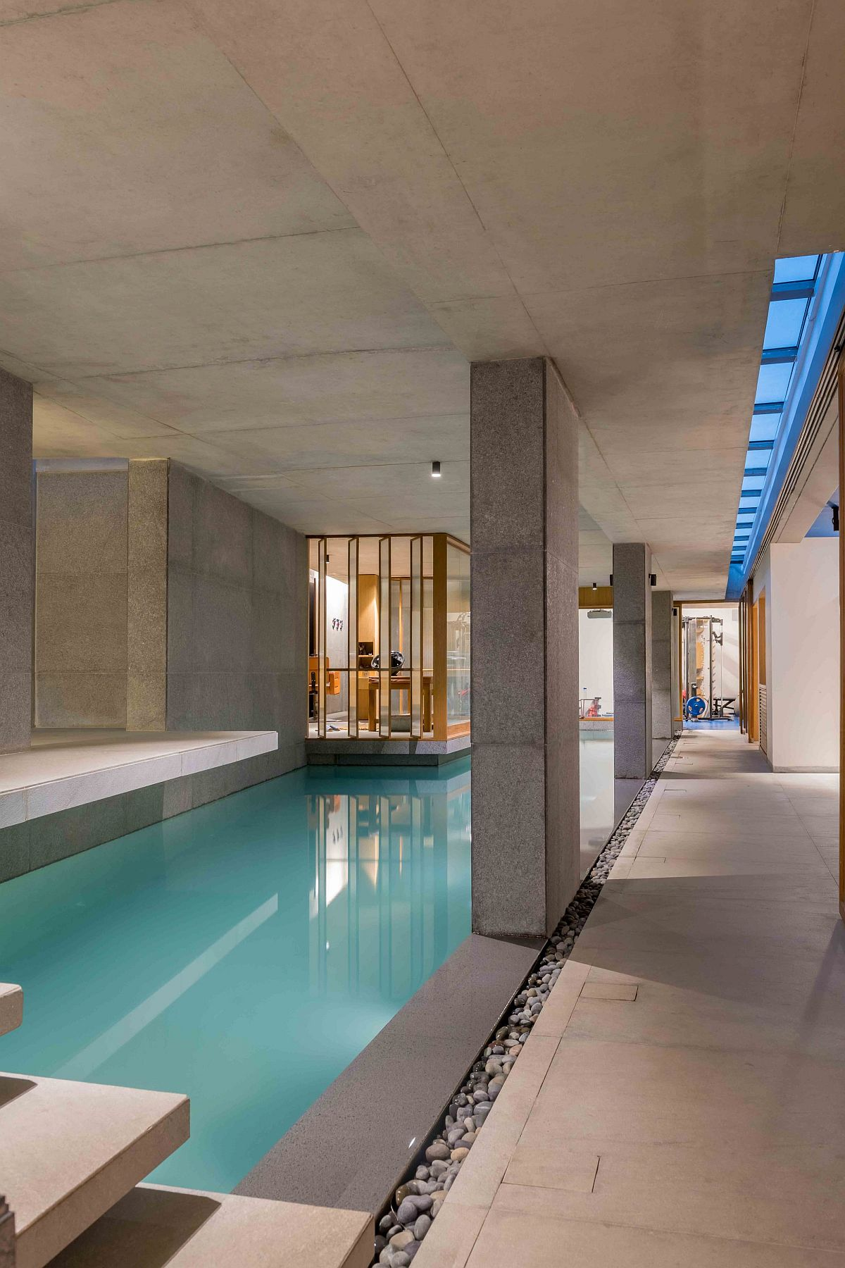 Spa area in the middle of the pool offers a comforting and serene escape
