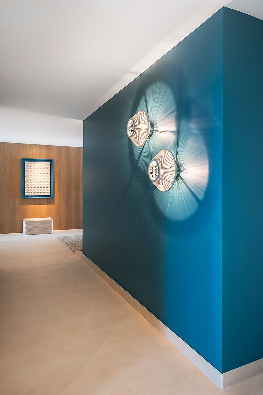 Splash-of-aquas-and-turquoise-in-the-living-room-shapes-eye-catching-focal-points-11319