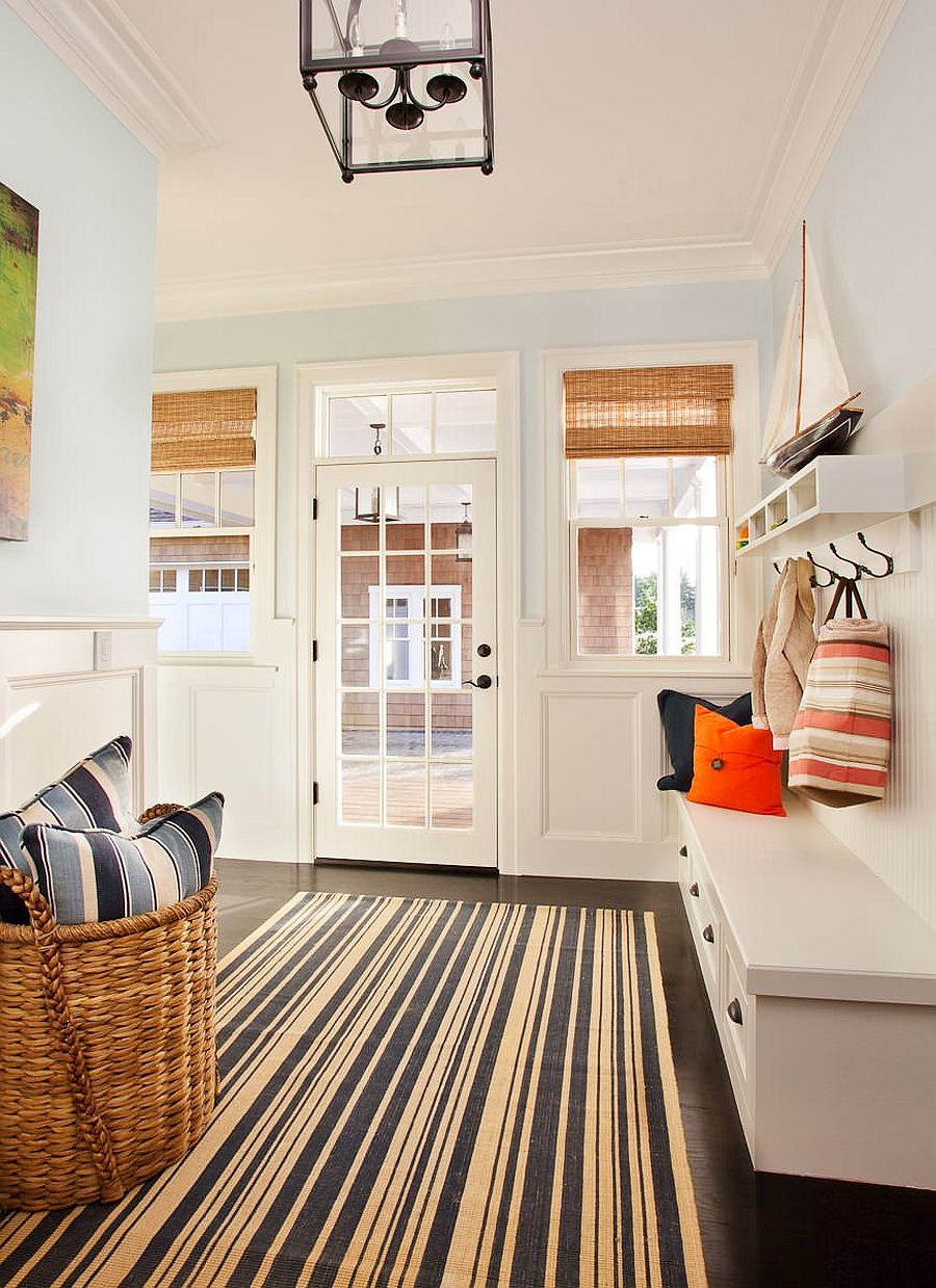 Striped-rug-in-white-and-blue-for-the-coastal-style-mudroom-60605