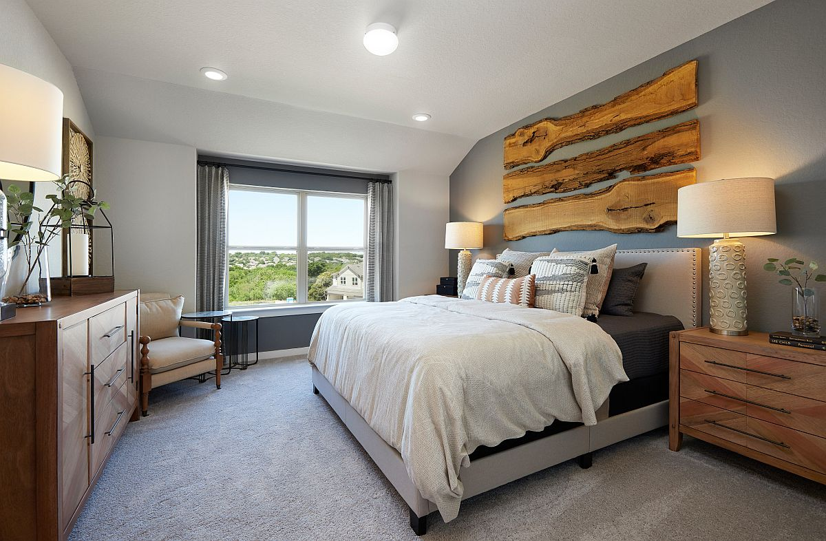 Strips of natural wood make the gray accent wall extra-special in here!