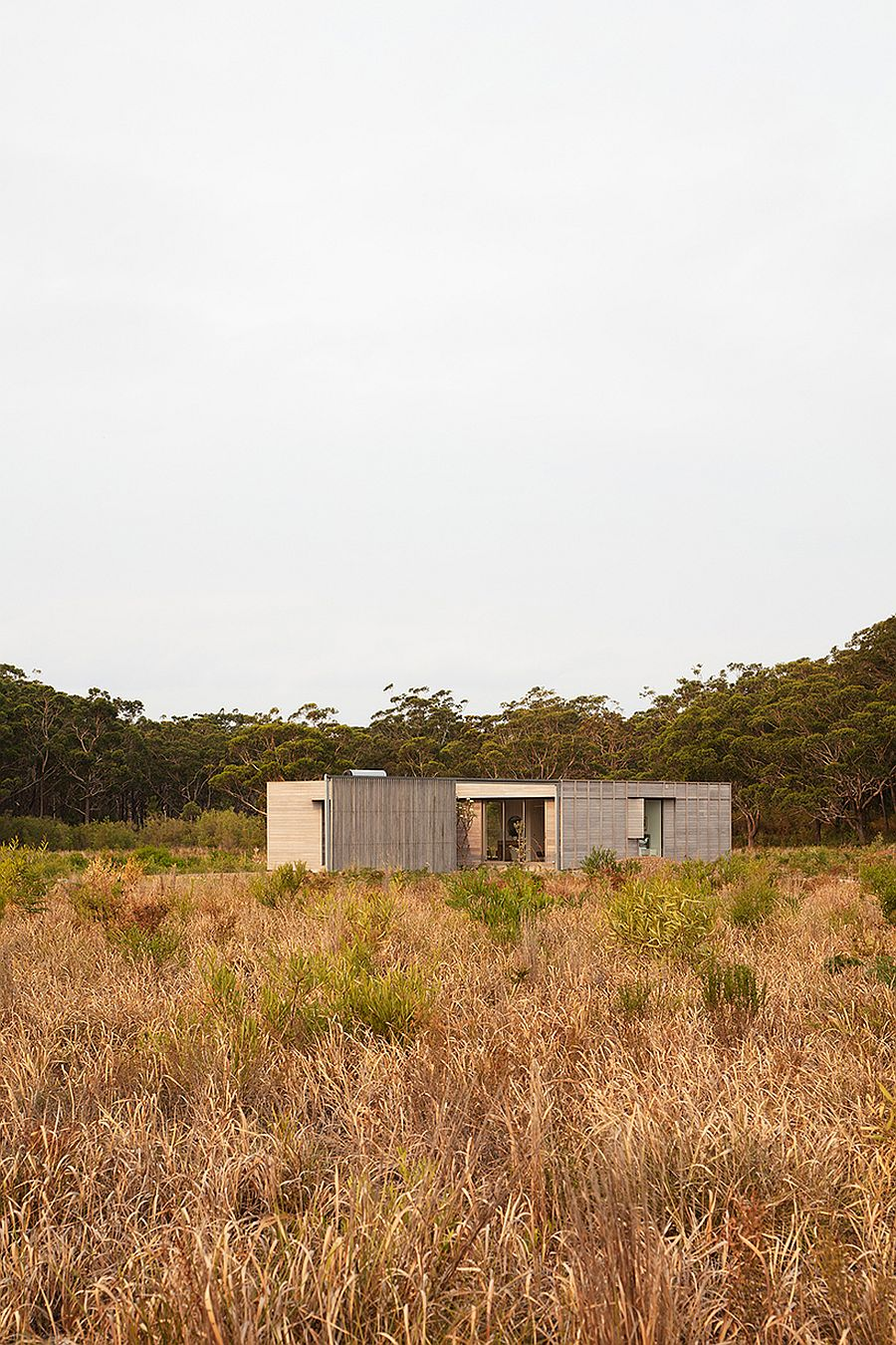 Sustainable-modern-prefab-fits-into-any-natural-setting-without-leaving-a-major-carbon-footprint-75590