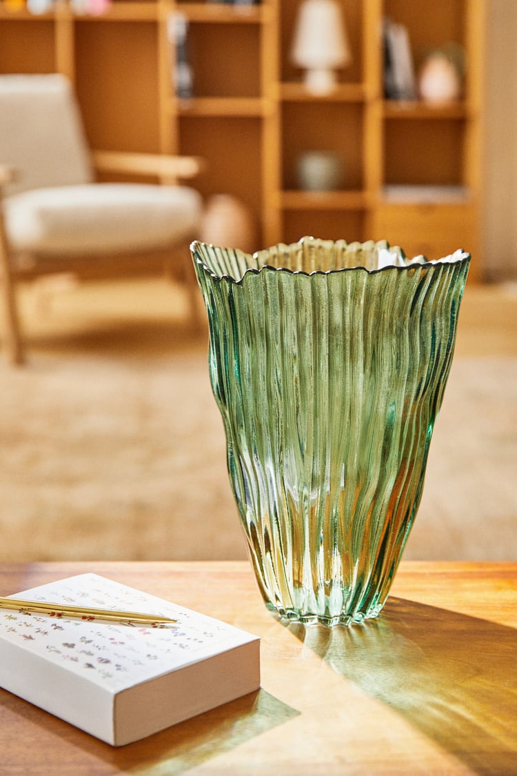 Textured-glass-vase-from-Zara-Home-76512