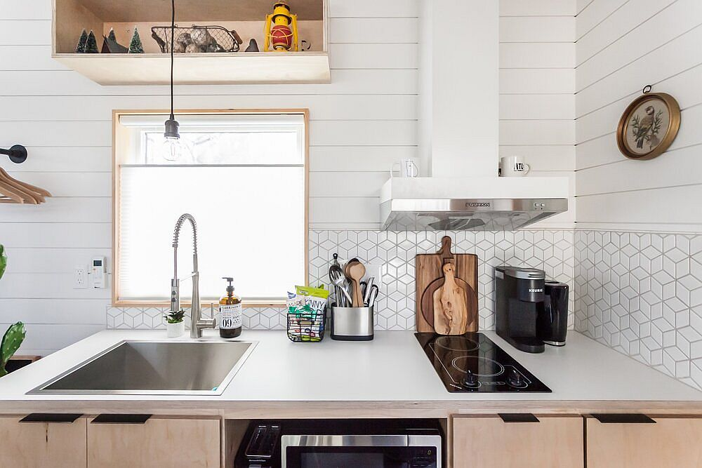 Ultra-small kitchen of the tiny house is still functional enough to serve a couple