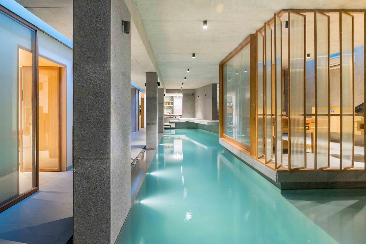 Underground pool and spa of contemporary home in Ahmedabad, India