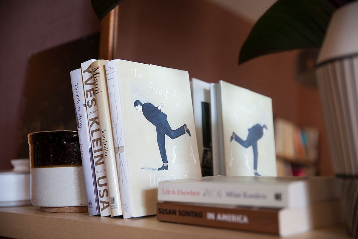 Use books and vases to decorate the series of open bookshelves in the lovely living room