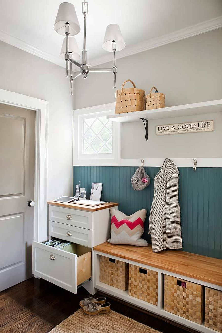 Using baskets in the space underneath the bench give you more felxible storage options in the mudroom