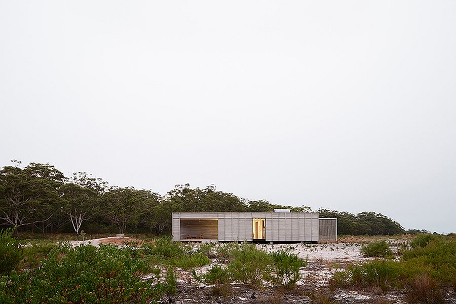 View-of-the-Courtyard-House-for-FABPREFAB-from-a-distance-37760