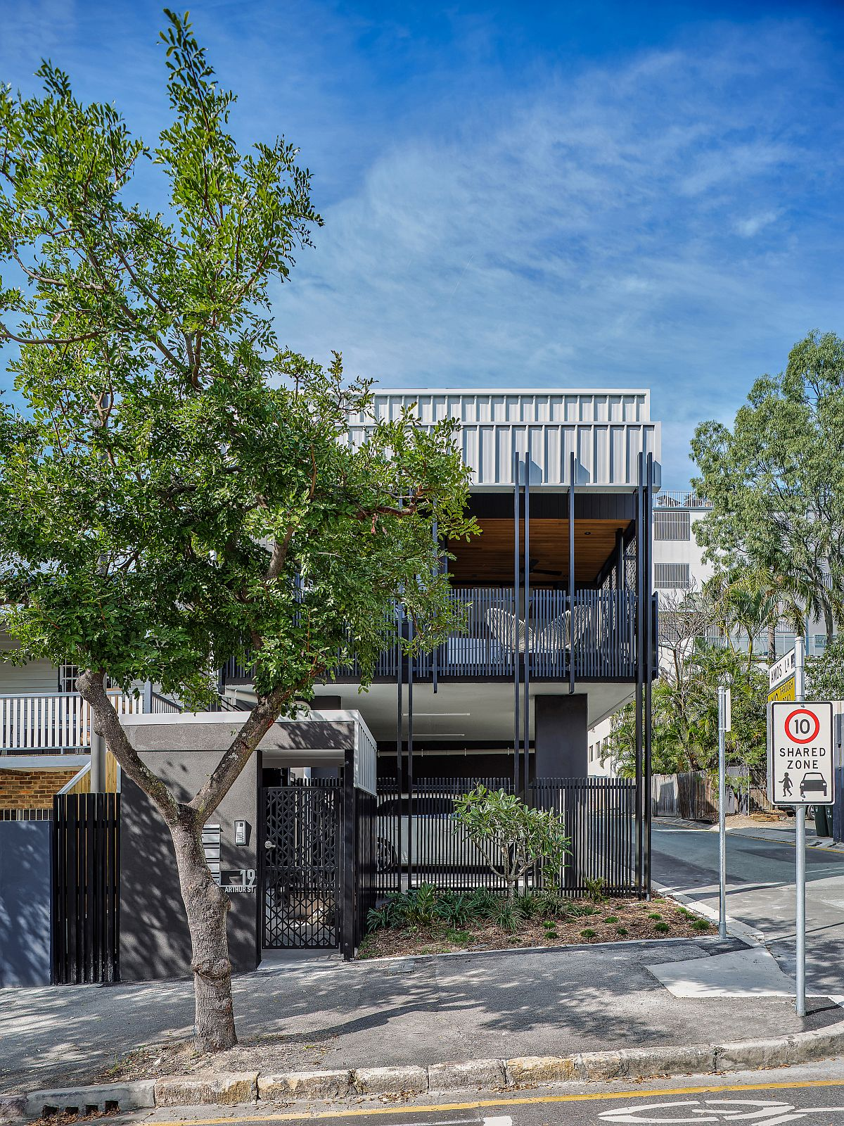 View-of-the-contemporary-home-from-across-the-street-in-Australia-37201