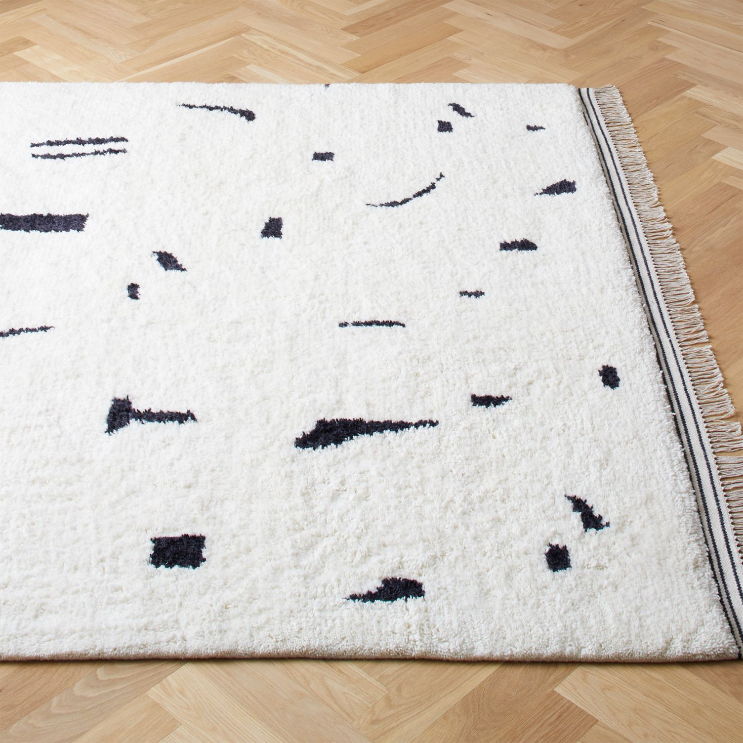 White-rug-with-black-abstract-design-15394