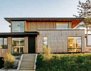 Born in a Bookshop: Seaside House in California Inspired by Aussie Architecture