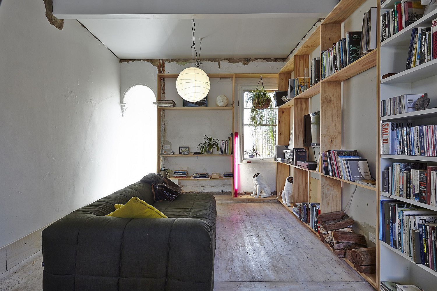 Wooden-shelves-in-the-living-area-offer-ample-space-of-books-and-decorative-pieces-58054