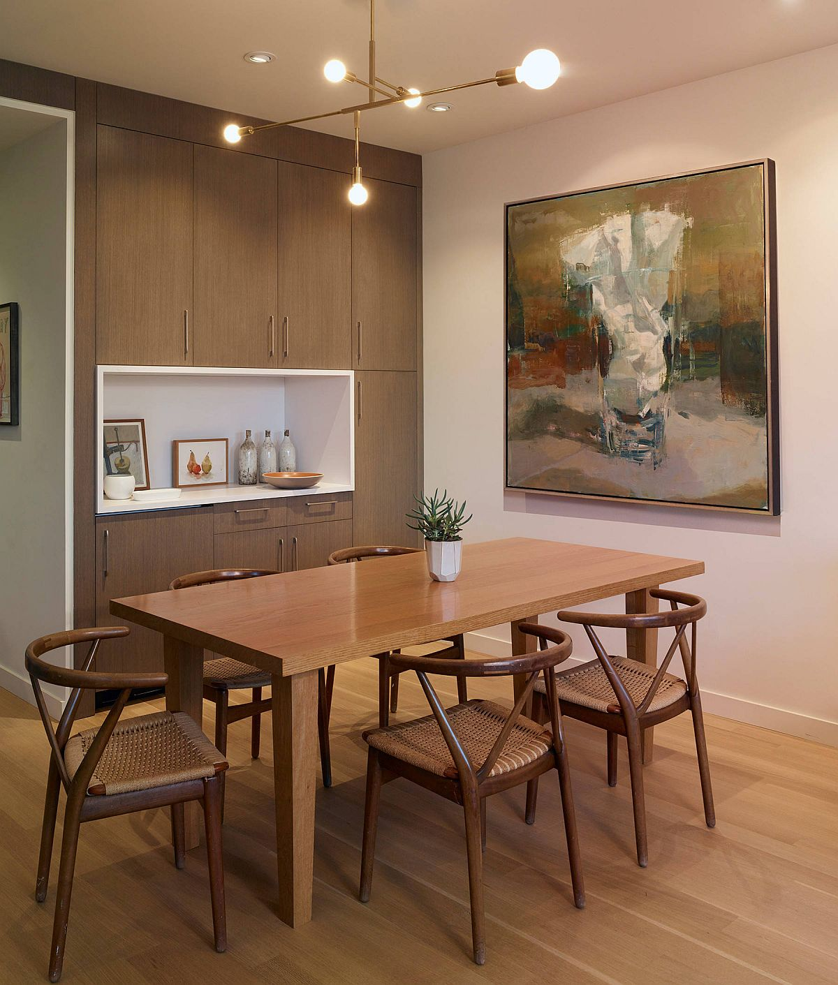 Asian-style-influences-are-combined-with-minimal-style-in-this-beautiful-dining-room-88933