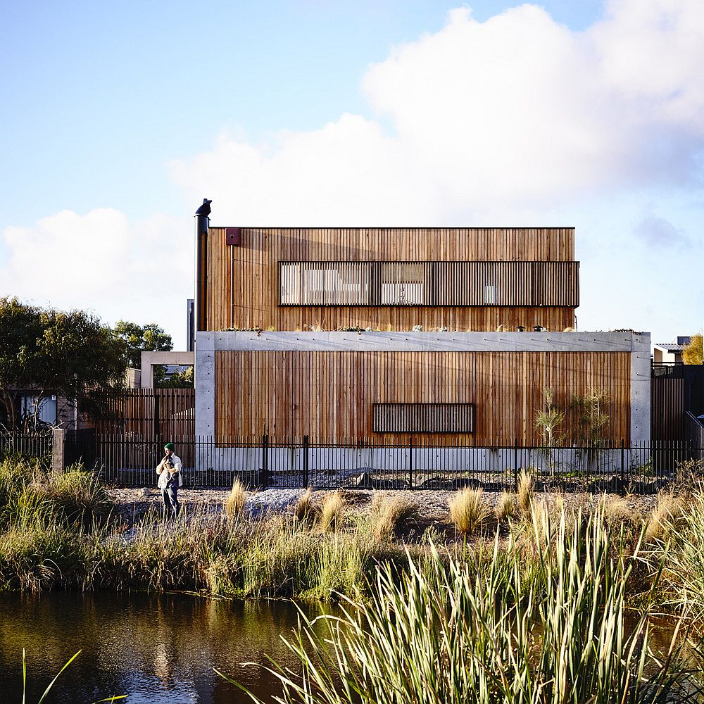 Beautiful home in concrete and wood opens up towards the wetlands and the gold course outside