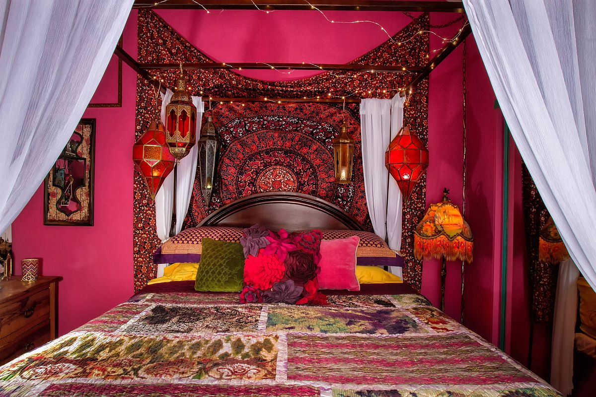 Bright and colorful bedroom with bohemian style i filled with Moroccan-style lighting