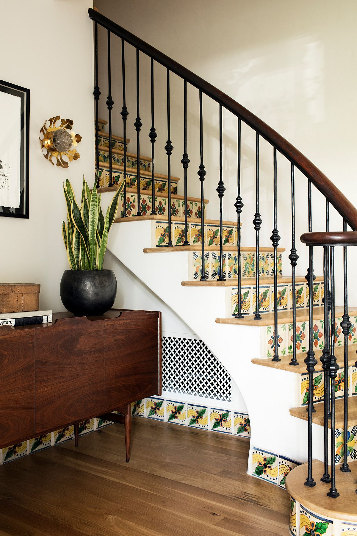 Colorfu-use-of-tiles-and-pattern-for-the-clasic-staircase-inside-the-Spanish-Revival-home-76094