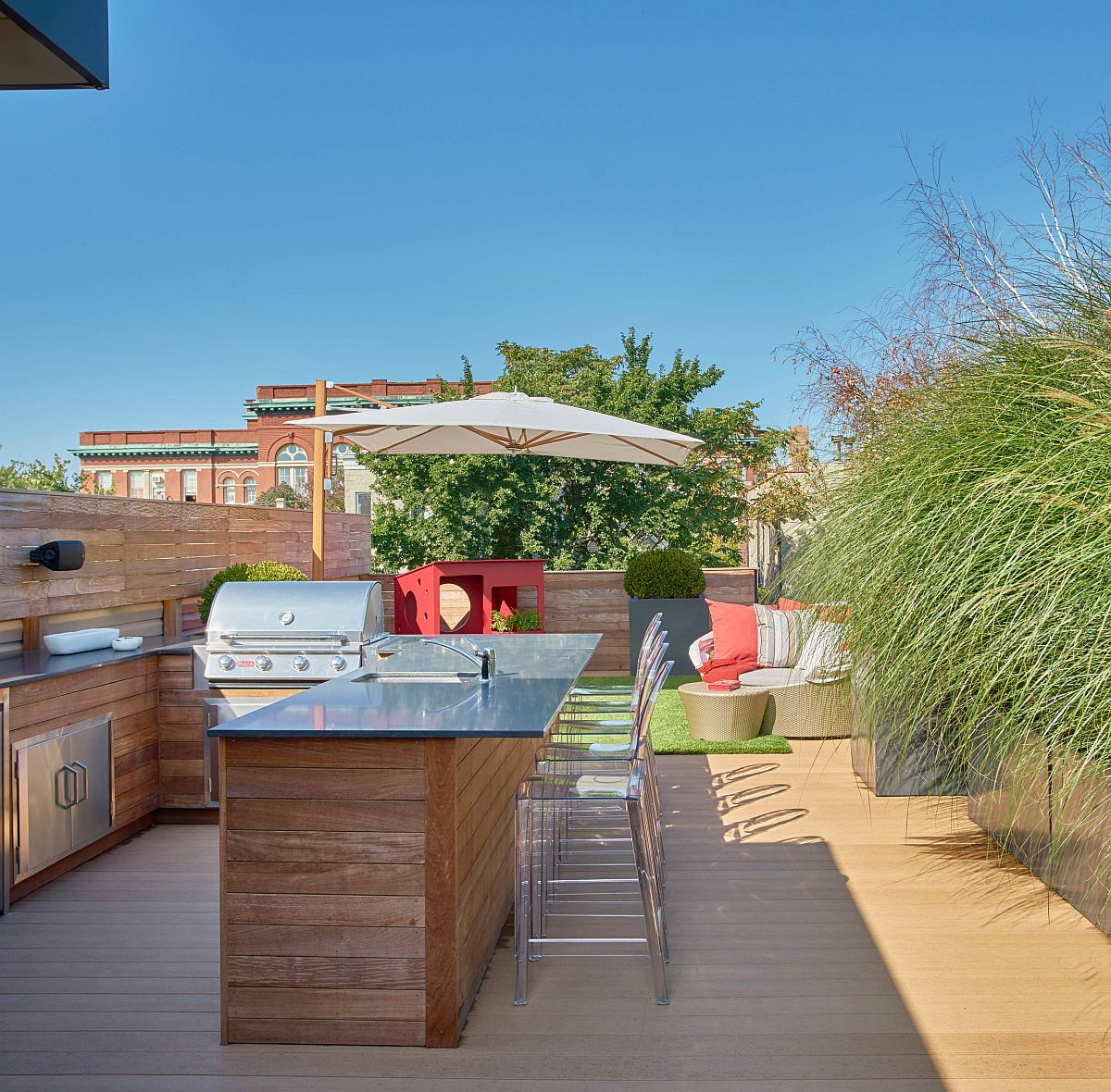 Combine-the-garden-and-rooftop-dining-experiences-with-the-best-of-both-worlds-92177