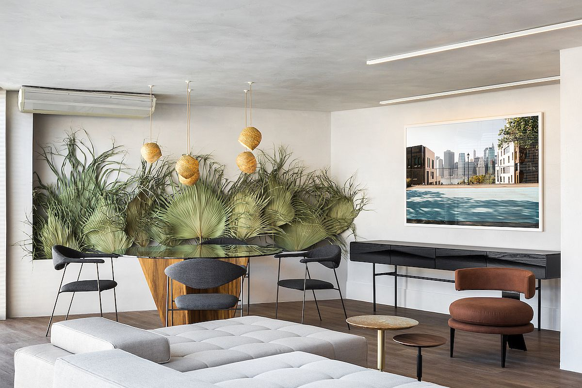 Dried-palm-leaves-in-the-backdrop-bring-color-and-tropical-flavor-to-the-modern-Moroccan-Brazilian-apartment-68725