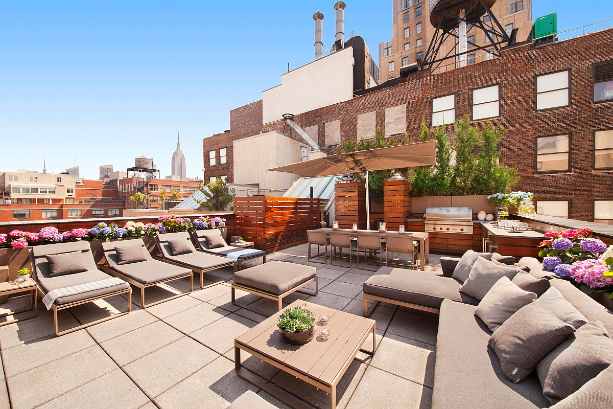 Expansive-rooftop-hangout-of-New-York-home-with-a-fabulous-contemporary-kitchen-and-ample-seating-76047