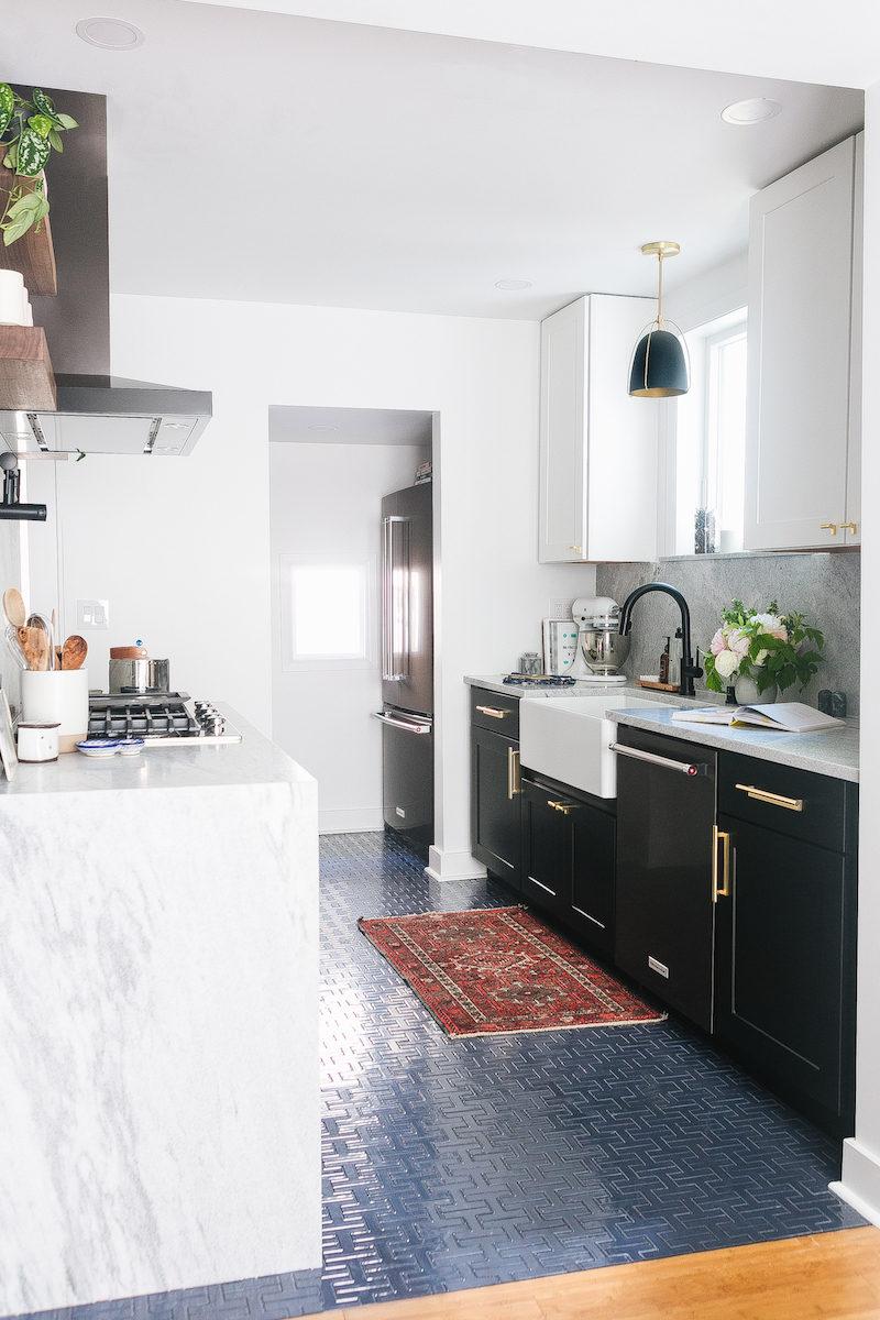 H-pattern kitchen tiles in blue